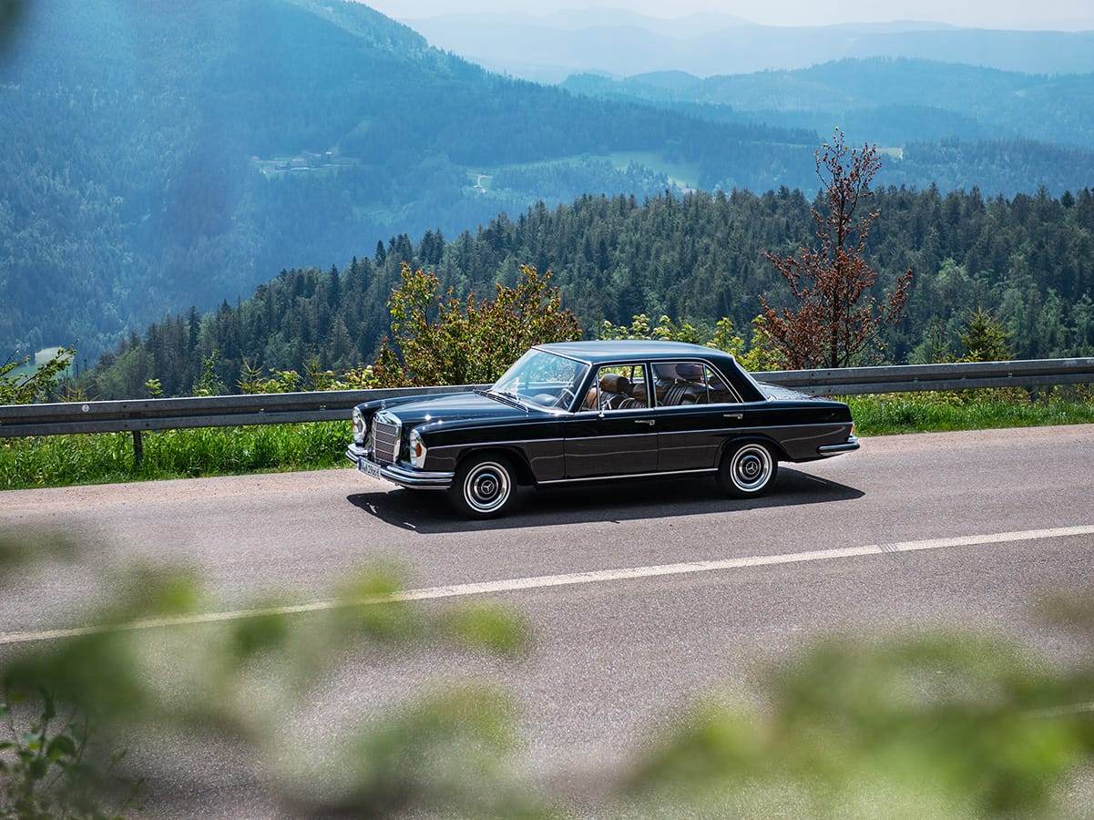 Oldtimer on the wide road in the northern Black Forest